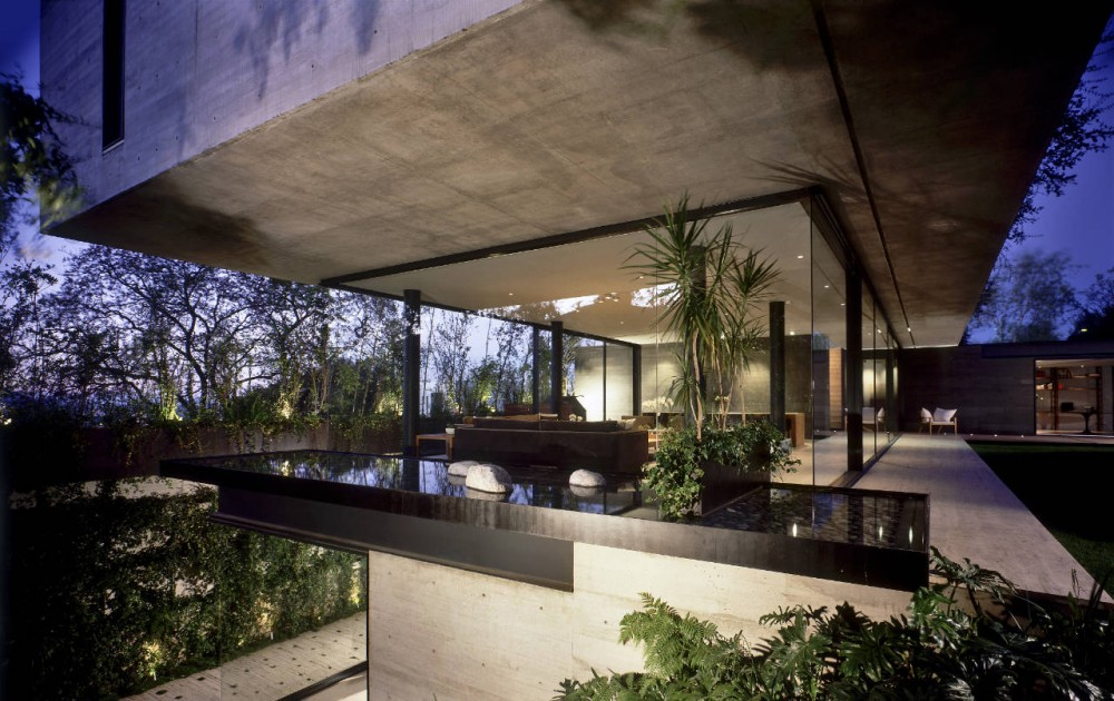 Concrete glass house in mexico city little bennet - Luxurious interior design with modern glass and modular metallic theme ...