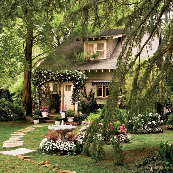 great gatsby movie set design- nick carraway cottage